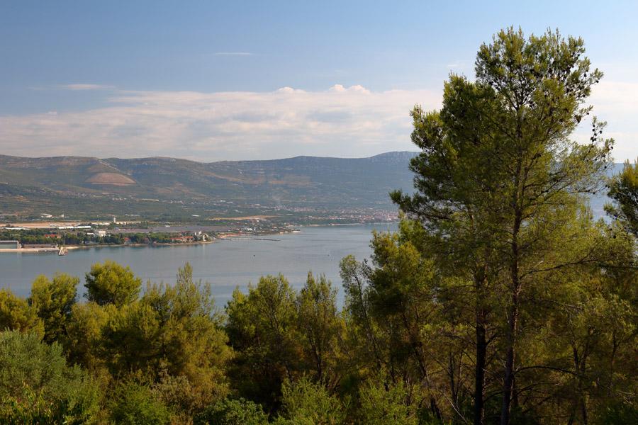 Остров Ciovo, дорога в Okrug Gornji, вид на аэропорт