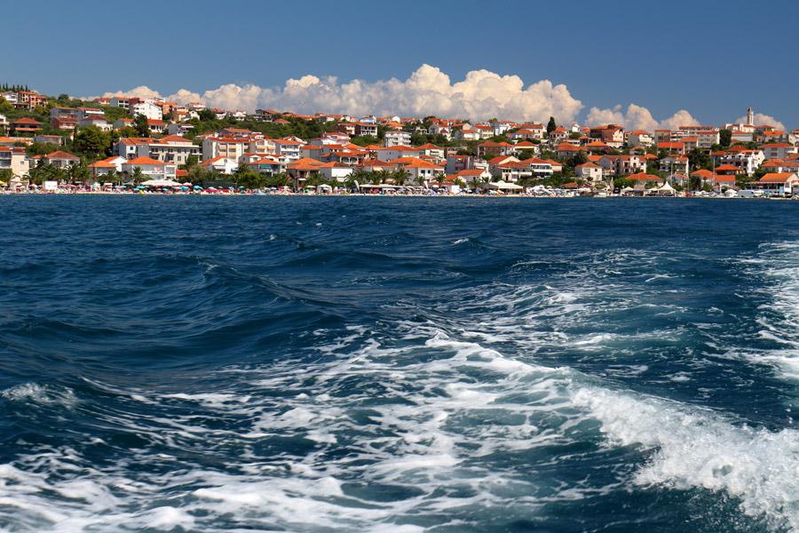 Остров Ciovo, вид с моря на Okrug Gornji