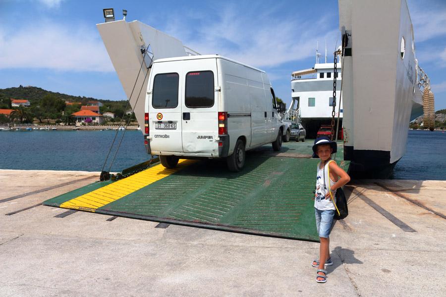 Прибытие на остров Drvenik Veli.