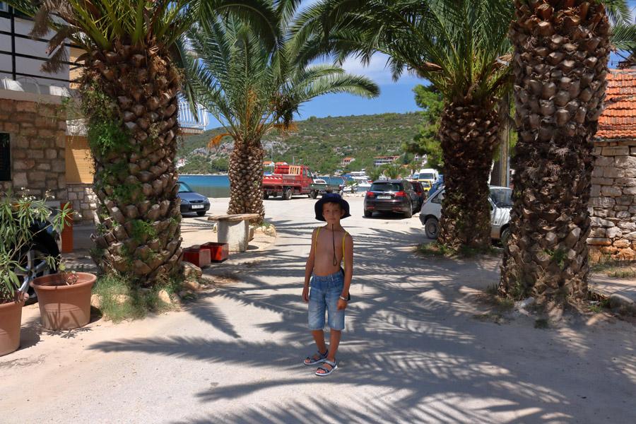 Прогулка по острову Drvenik Veli.