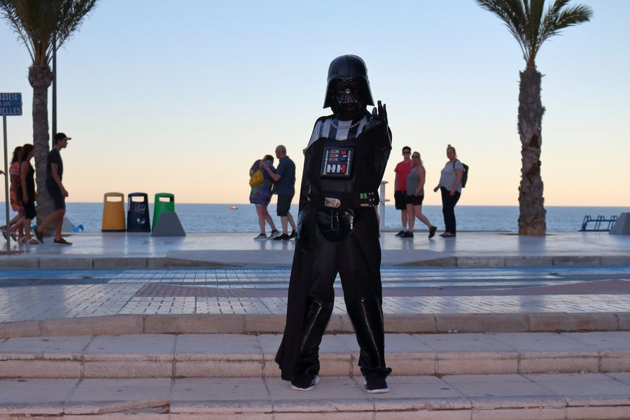 Darth Vader на набережной Альбира